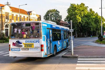 Mediamotion - Nagy felületű kültéri reklám, hirdetés a helyi buszok, villamosok oldalán és hátulján.